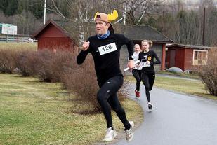 Det blir garantert vist trenings- og konkurranseglede når Fønix Treningssenter og Arild Dahl drar i gang Fønixløpet under Dalamartn i år. Bildet er fra Veldrestafetten på Sveum i 2012.