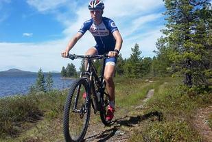 Erik Fiskvik ved Femunden som blir omgivelsene for de suksessfulle Team Trek Mesterhus-rytterne under Femundrittet kommende lørdag. (Foto: Team Trek Mesterhus)
