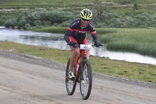 Steffan Hartz Repshus, Rena IL/Hedmark Terrengsykkel avgjorde i terrengpartiet midt i Rosinbakkene og vant  Sjusjørittet i år som i fjor. Her passerer han Kroksjøen 3 km før mål.