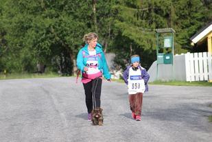 Løpets yngste deltaker Tuva Brennodden Budal mot mål. (Foto: Åshild Sveen Gussgard)