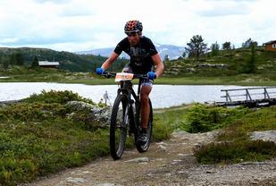 Carl Fredrik Hagen i ensom majestet etter 62 km (Foto: Bjørn Hytjanstorp).