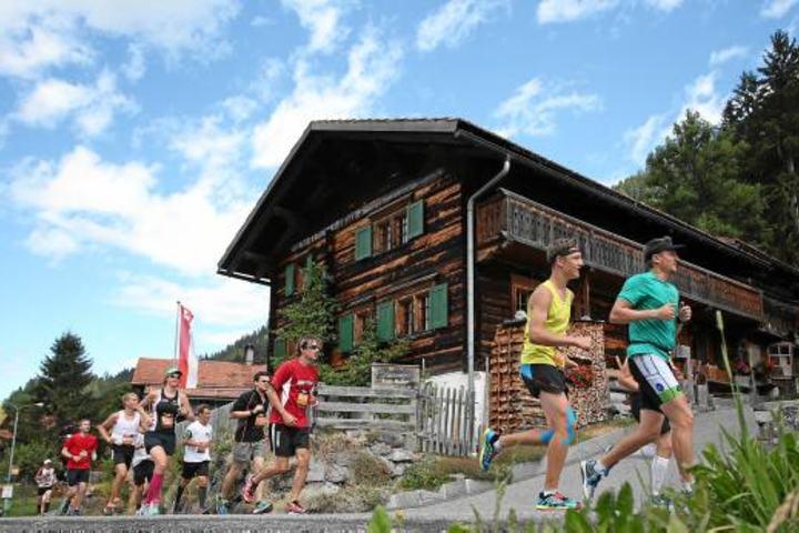 BERGUEN, 25JUL15 - Die Teilnehmerinnen und Teilnehmer des K21 und W21 ueber 20,8 km, + 610 m / - 260 m, laufen durch Klosters Monbiel anlaesslich des 30. Swissalpine am 25. Juli 2015. Impression of the traditional Swissalpine, the world