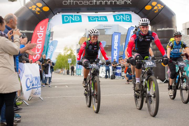 Team Rye XP med Linda Treseng og Jørn Kandola var første lag ut i dag på 700-kilometeren. (Foto: Morten Broks)