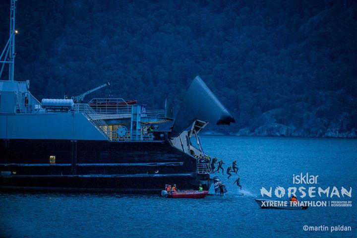 Forkortet: Svømmeetappen blir forkortet på morgendagens Norseman. Foto: Martin Paldan.