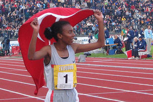 Under Bergen Bislett Games i 2004 jubla Evlan Abeylegesse for ny verdensrekord. Nå er det blitt klart at hun har juksa. (Foto: Oddny Ringheim)