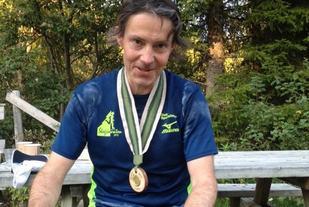 Arne Martinus Lindstad med medalje etter fullført løp (foto: Linda Iren Øksendal).