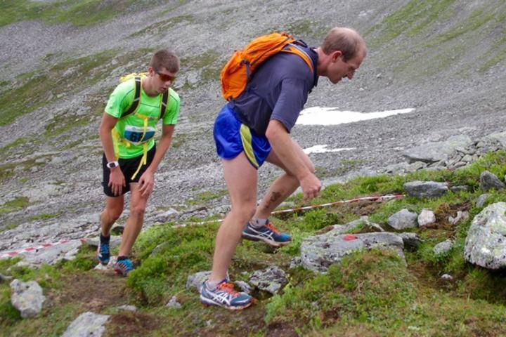 Harald Birkeland Larsen, bak og Are Uran følgte hverandre tett under heile løpet og de var også likt i mål