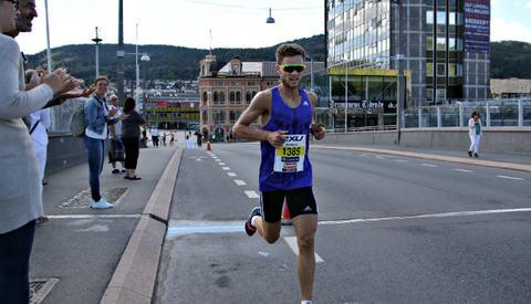 Andreas S. Myhre perset etter å ha løpt solo så godt som hele veien. Foto: Heming Leira
