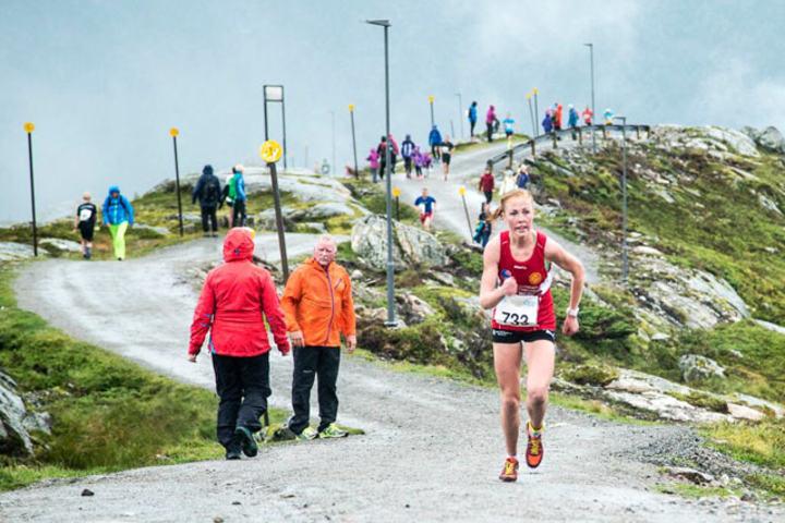 Eli Anne Dvergsdal vinner Førde Opp og Motbakkecupen sammenlagt. Foto: Arrangøren