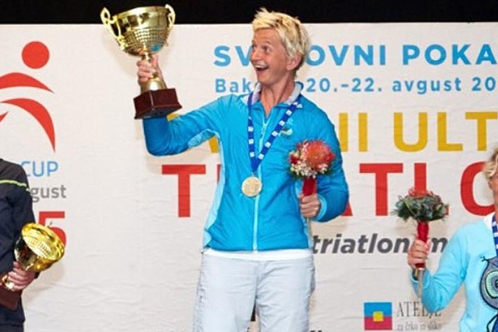 Marie Veslestaul kunne til sist smile bredt og løfte pokalen i været.