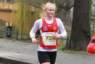 Kjersti Fresvik blir beste norske kvinne i Berlin halvmaraton 29.mars med tiden 1.22.46 Foto: Kjell Vigestad