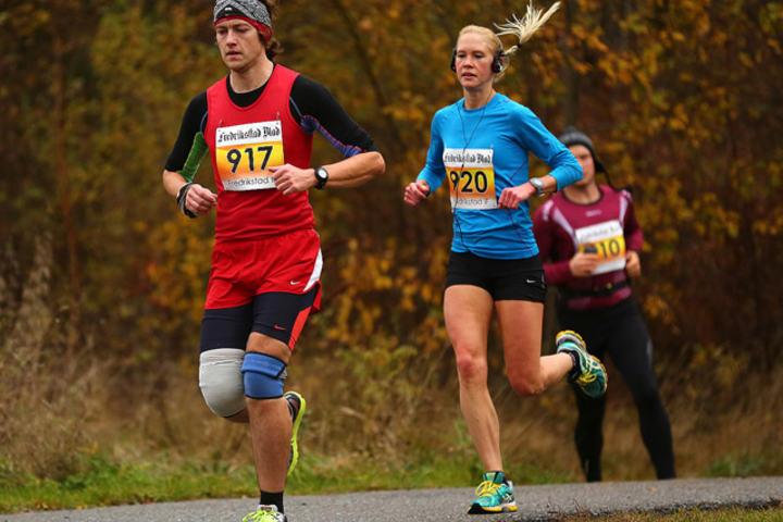 Frode Kraugerud og Anette Hauge i fjorårets løp (foto: Bjørn Hytjanstorp).