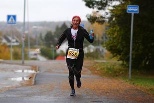 Titina Bakken i sitt 40. maratonløp i 2015 i Fredrikstad for tre uker siden (Foto: Bjørn Hytjanstorp)
