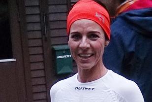 Siri Solsvik Fiksdal kunne smile etter å ha blitt raskeste kvinne i langløypa på 8,076 km. (Foto: Inge Akerjordet)