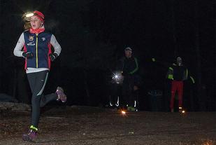 Løping med hodelykt i mørket kan være en fin opplevelse. (Foto: Jørgen Lindalen)
