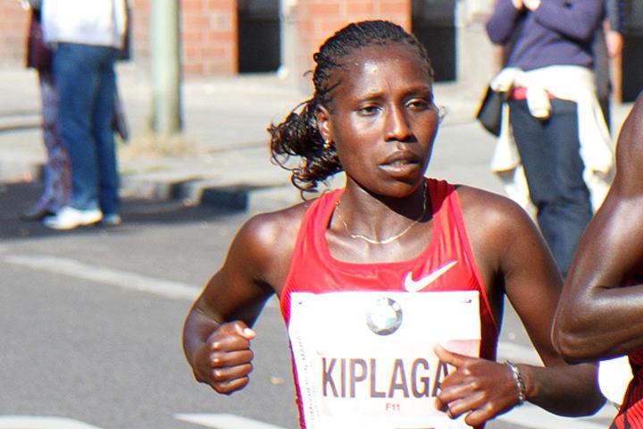 Kenyanske Florence Kiplagat har sterke perser på alle distanser fra 3000 m (8.40,72) til maraton (2.19.44). Men aller best er hun på halvmaraton der hun både har VM-gull og verdensrekorden på 1.05.09. (Foto: Wikipedia)