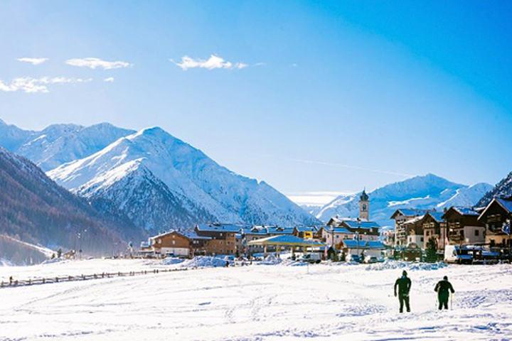 Kunstsnø redder sesongens første langløp i Livigno i Sveits. (Foto: Arrangøren)