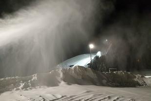 Også i fjor hadde det falt lite snø før OBIKs skikarusell startet. Foto: Heming Leira