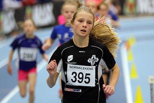 Ida Holm Neset fra Stord IL vinner klasse 13 år på 600 meter