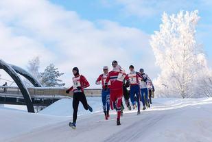 Fra løpsdelen som innledet vintertriatlon, Monsen i norsk drakt i front (arrangørfoto).