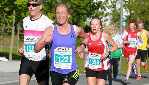 Synøve Brox i Fornebuløpet hvor hun satte klasserekord med 18.22  Foto: Kjell Vigestad