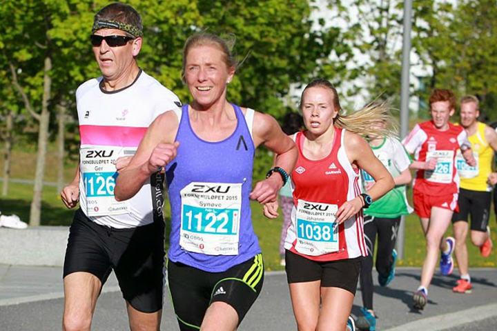 Synøve Brox i Fornebuløpet 2015 der hun satte ny klasserekord på 5 km. (Foto: Kjell Vigestad)
