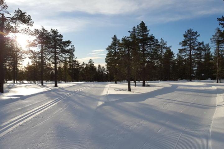 Siste matstasjon drøye 5 km før mål både for løperne på 23 og 42 km. (Foto: Stein Arne Negård)