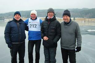 De tre S-ene (fra v.) Sten Stensen, Kay Stenshjemmet og Amund Sjøbrend sammen med Steinar Saghaug på Dølisjoen lørdag.