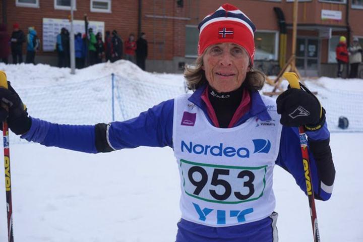 Eva Carlsen etter å ha sikret seg to fristilsgull på to dager i Voukatti. (Arrangørfoto)