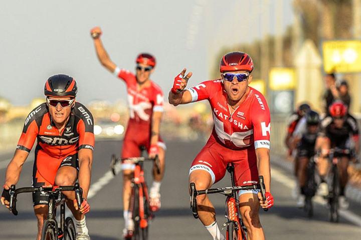 Vant igjen: Det ble enda en etappesier til Kristoff (t.h.) i dag. Med tre seire i fjor og to så langt i år, så er han kongen av Tour de Qatar selv om han ikke vinner sammenlagt. (Foto:© Qatar Cycling Federation/Paumer/Kåre Dehlie Thorstad)