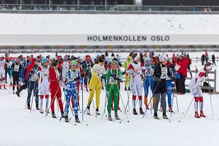 Start kvinner i fjorårets Holmenkollmarsjen. Foto: Stian S. Møller