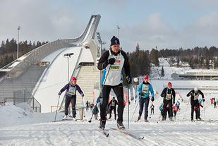 Holmenkollmarsjen 2016 hadde i fjor både start og mål i Holmenkollen på grunn av for lite snø i Sørkedalen. (Foto: Stian Schløsser Møller)