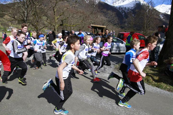 Barna utgjorde den største delen da Baroniløpet var tilbake på løpskartet. Her ser vi starten for 10 til 12 åringer. Foto: Håvard Sætrevik, Grenda