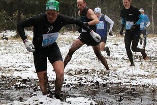 Vinner i 2016 Bjørn André Aaslund, Heming i snøen etter en drøy kilometer  Foto: Heming Leira