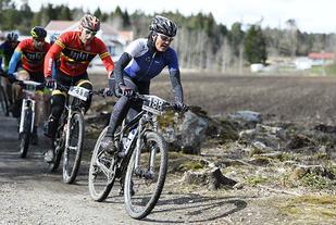 Linda Wold, Høland IL Sykkel vant kvinneklassen i det 35 km lange Høiåsrittet i Halden. (Foto: Bjørn Johannessen)