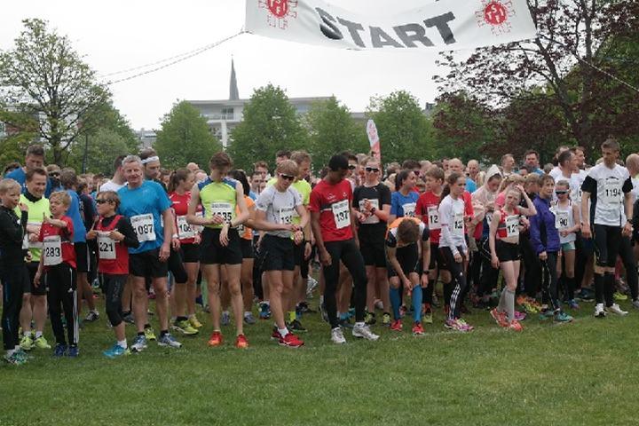 Årets Sandefjordsløp og starten på 5 km i Badeparken (Arrangørfoto).