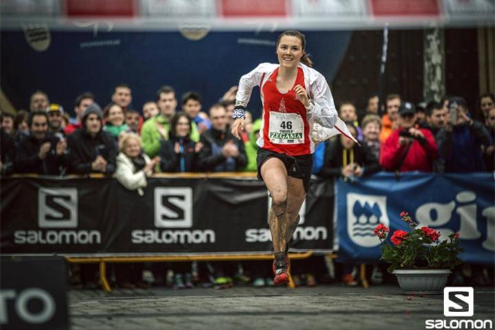 Yngvild Kaspersen kunne løpe i mål som vinner av det tøffe terrengløpet Zegama Aizkorri. (Foto: Jordi Saragossa / Salomon)