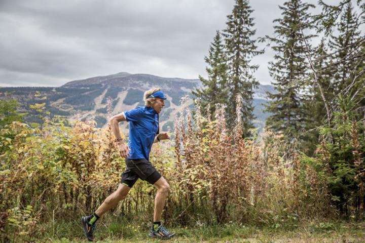 Jeg lover fine stier, god merking og et fantastisk fjellterreng, sier Sondre Amdahl fra Trysil, en av Norges beste ultraløpere. (Foto: Mikael Kårelind)