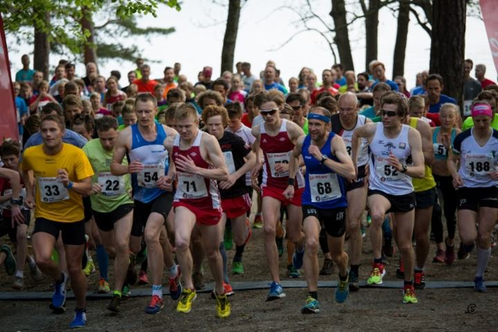 Fra starten i pulje 1 med de raskeste løperne. Vi ser vinnerne med nr 68 og 188 (foto: Sylvain Cavats).
