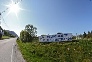 Velkommen til Moltustranda. Foto: Martin Hauge-Nilsen