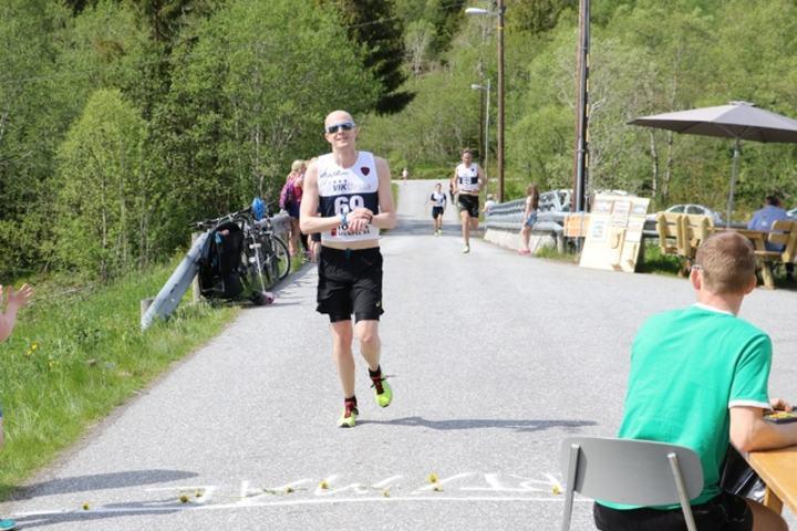 Øyvind Helstrøm først i mål. Foto: Jan Petter Venøy