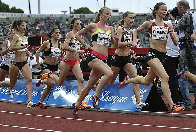 Trine Mjaaland, Hedda Hynne og Yngvild Elvemo løper 800 m under Diamond League-stevnet i Stockholm i kveld. Her ser vi dem i aksjon i Bislett Games. (Foto: Bjørn Johannessen)