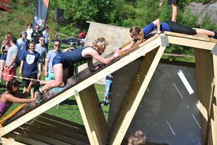 Samarbeid er noe av det som kjennetegner Hinderløp.  Foto: Kim Andre Kårdal