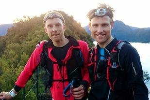 Kristoffer Vikebakk og Arne Nåtedal tidlig morgen mellom CP3 og CP4 (privat foto).