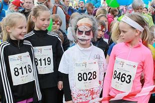 Venter på startsignalet: 649 barn er klar for fjorårets Labb og Line-løp. (Foto: Kjell Vigestad)