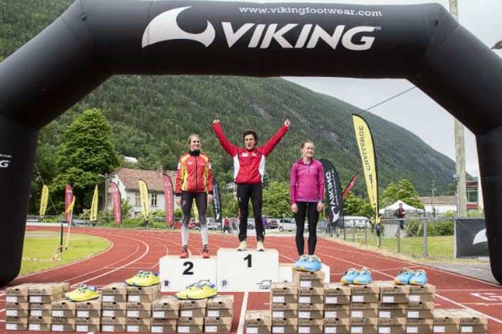 Seierspallen i Kvinner Elite med (fra v.) Merete Weng, May Bente Weng og Henriette Albon. (Foto: Vegard Breie)