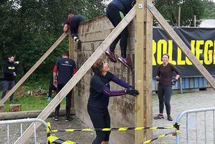 Denne veggen MÅ man forsere! Da er det samarbeid som gjelder, i god OCR-ånd (Foto: Lars Tøsse)