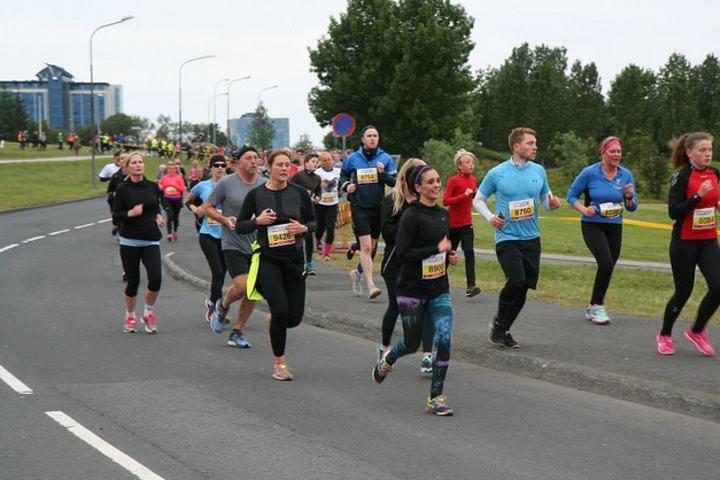 Fra årets Midnight Sun Run som gikk under gode løpsforhold (Foto: marathon.is/Anna Lilja)