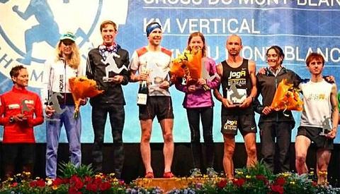Stian Angermund-Vik og Hilde Aders stod øverst på seierspallen etter KM Vertical. Vi ser også Erik Haugsnes som ble nummer fire, helt til høyre. (Foto: Sven-Are Paulsen)