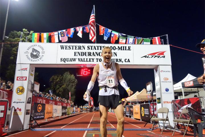 En overlykkelig Didrik Hermansen etter å ha gått i mål som nr. 2 i Western State 100 Mile Foto:  iRunFar/Bryon Powell